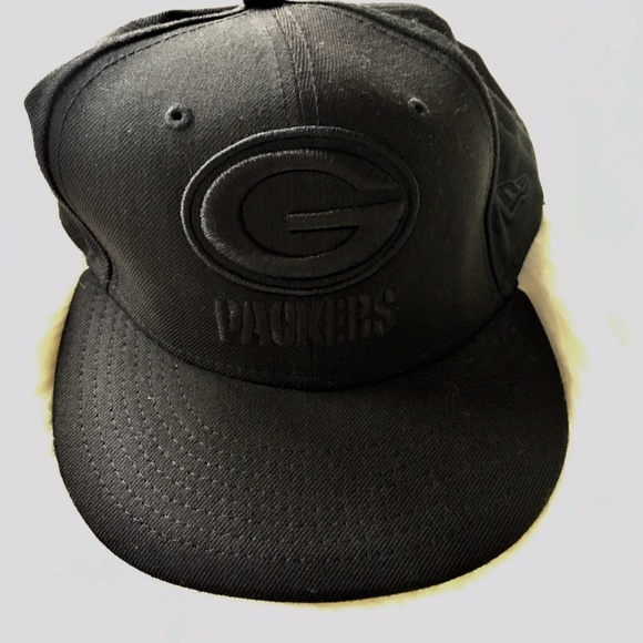 2a5e3f33ef2 Black on Black GREEN BAY PACKERS NFL Fitted Hat. M 5beea59f5c445211c7271310